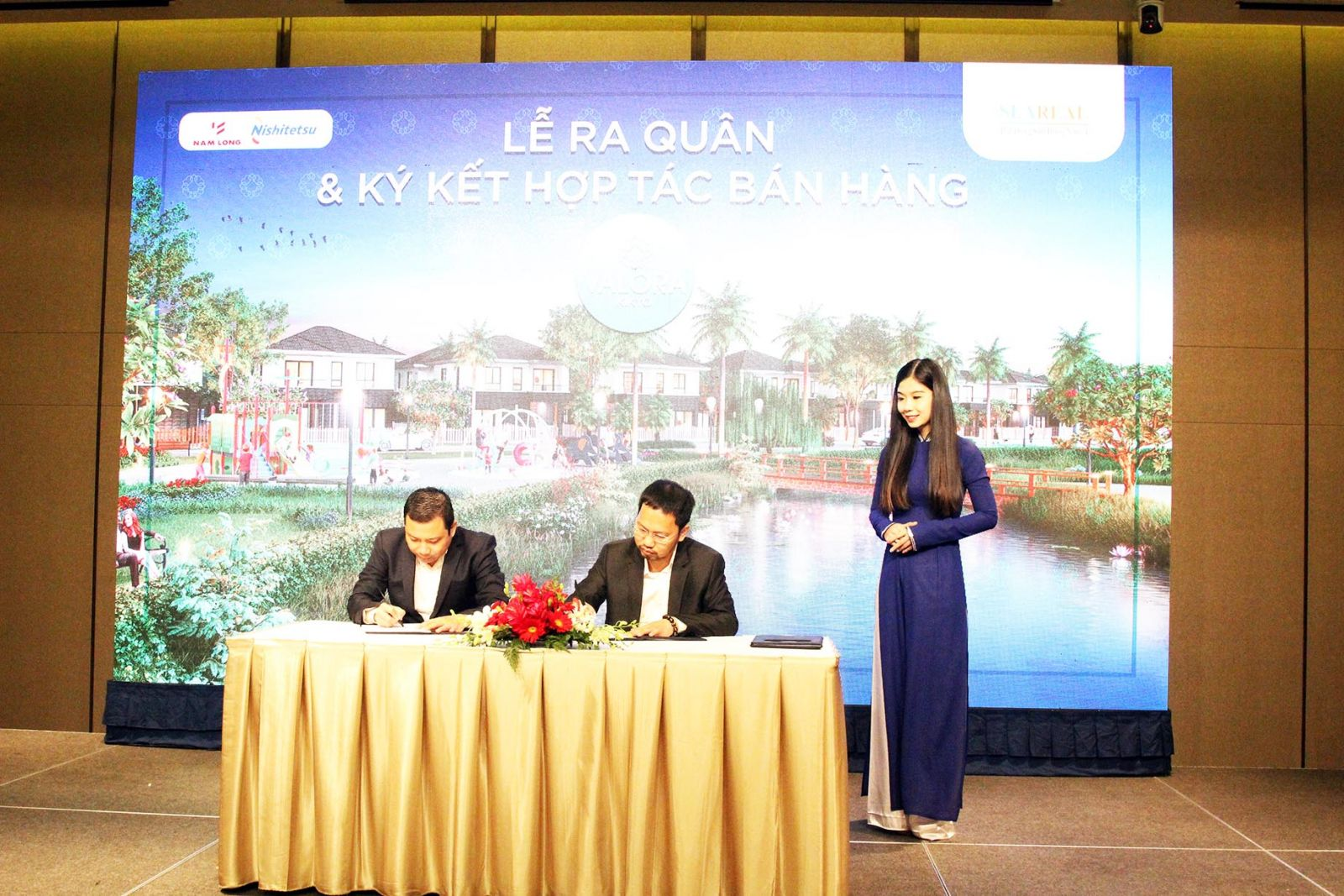 Đại diện đơn vị phân phối SeaReal ký kết hợp tác bán hàng dự án Valora Kikyo với Chủ đầu tư