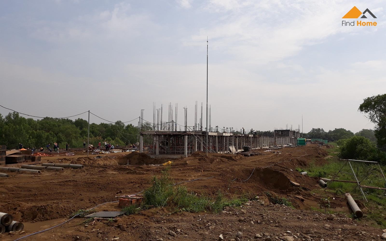 Công ty xây dựng Nam Khang đang thi công phần kết cấu xây dựng Biệt thự Valora Island Nam Long Bình Chánh