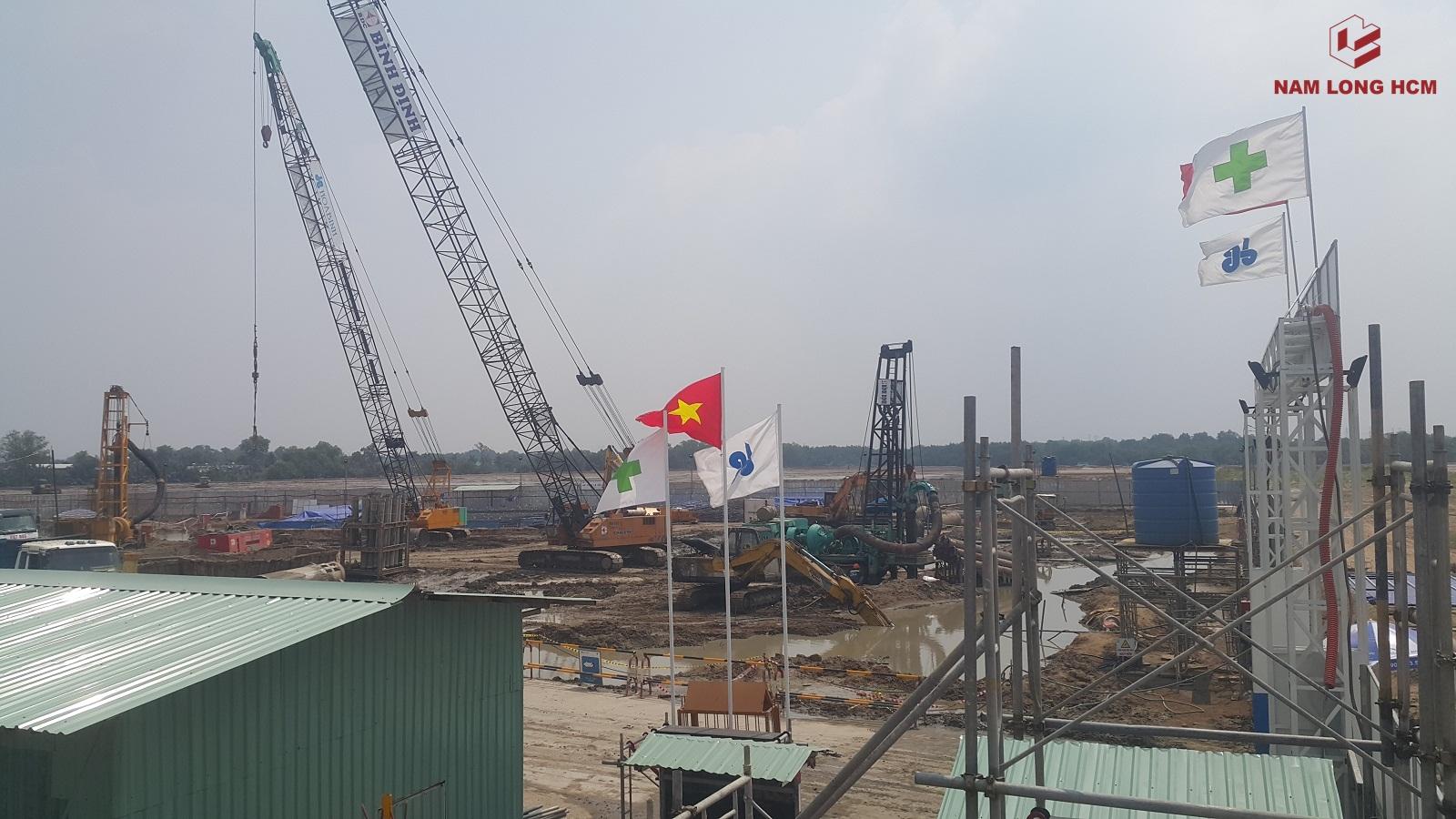 Phía trong công trường dự án Flora Mizuki Bình Chánh - Block MP1 & MP2. Công ty Xây dựng Bình Định đang khoan cọc. Ảnh: Nam Long HCM