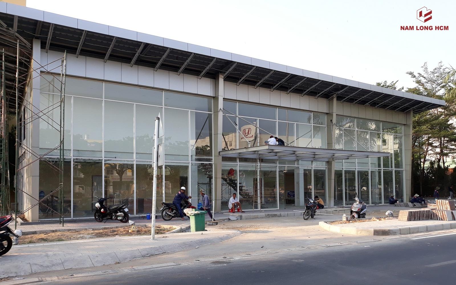 Đơn vị xây dựng đang thi công nhà mẫu dự án Akari City Bình Tân. Ảnh: Nam Long HCM