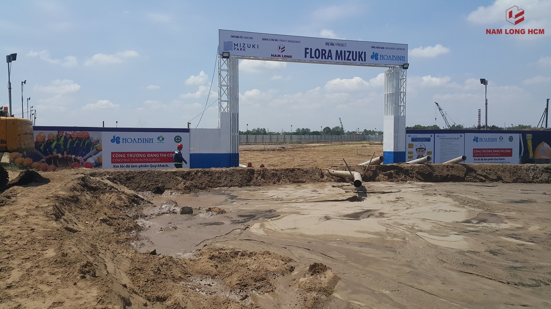 Cổng công trường các Block MP3, MP4 & MP5 Dự án Flora Mizuki Park Nam Long Bình Chánh. Các Block này do Hòa Bình xây dựng. Ảnh: Nam Long HCM