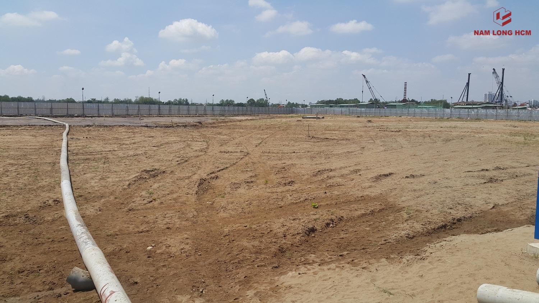Đơn vị xây dựng đã san lấp xong mặt bằng, chuẩn bị đưa máy cơ giới vào thi công phần móng cọc - Block MP3, MP4 & MP5 Dự án Flora Mizuki Park Bình Chánh. Ảnh: Nam Long HCM