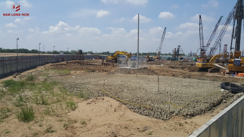 Phía trong công trường Block MP1 & MP2 dự án Flora Mizuki Park. Nhà thầu Hòa Bình đang thi công móng cọc. Ảnh: Nam Long HCM