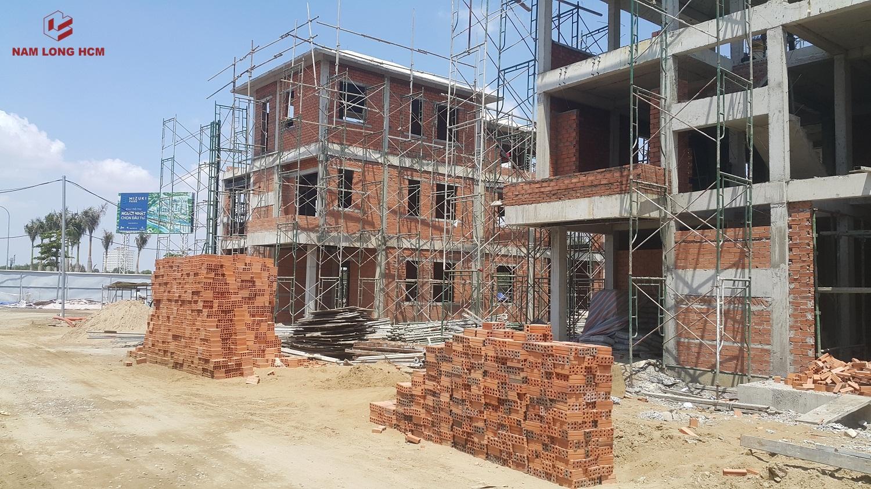 Nhà thầu Nam Khang đang hoàn thiện phần tường của các căn biệt thự Valora Island - Nam Long Bình Chánh