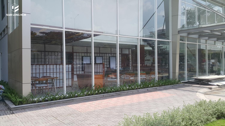 Nhà mẫu Akari City trước đây là nhà mẫu của dự án Ehome 3 của Nam Long. Khu nhà mẫu nằm trên mặt tiền đường Võ Văn Kiệt nên rất thuận lợi cho khách hàng. Ảnh: Nam Long HCM