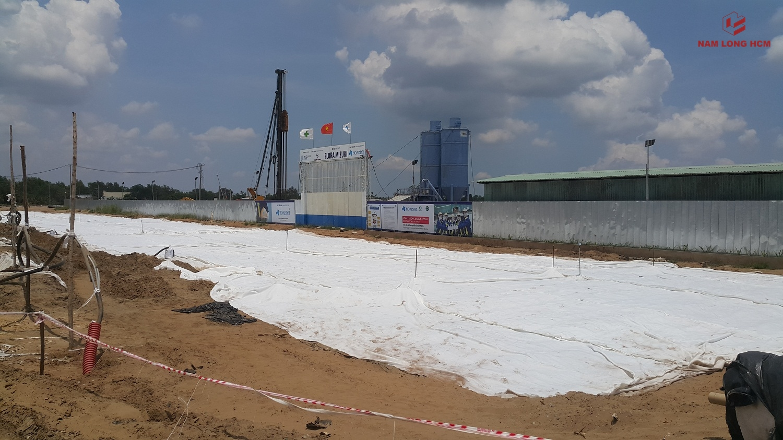Đơn vị xây dựng đang tiến hành xử lý nền cho khu Shophouse Valora Mizuki