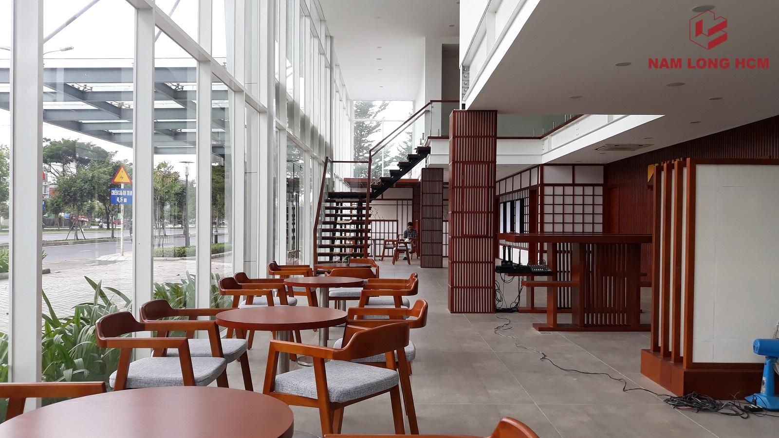 Bàn ghế tiếp khách tại nhà mẫu Akari City Bình Tân. Ảnh: Nam Long HCM