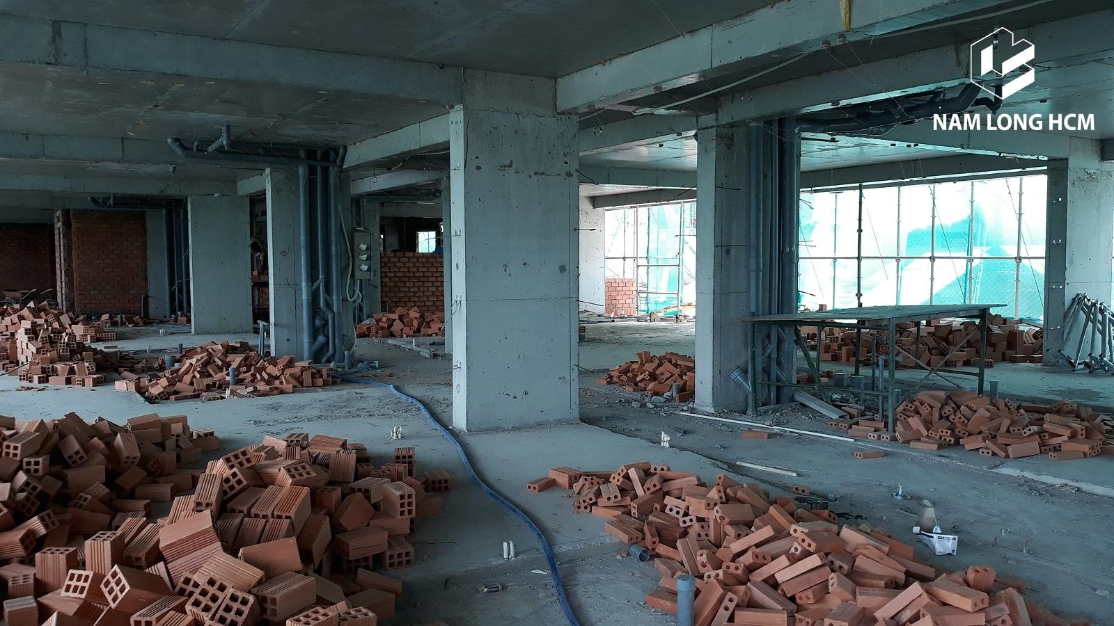 Vật liệu xây dựng để xây tường ngăn giữa các căn hộ Ehome Nam Sài Gòn. Ảnh: Nam Long HCM