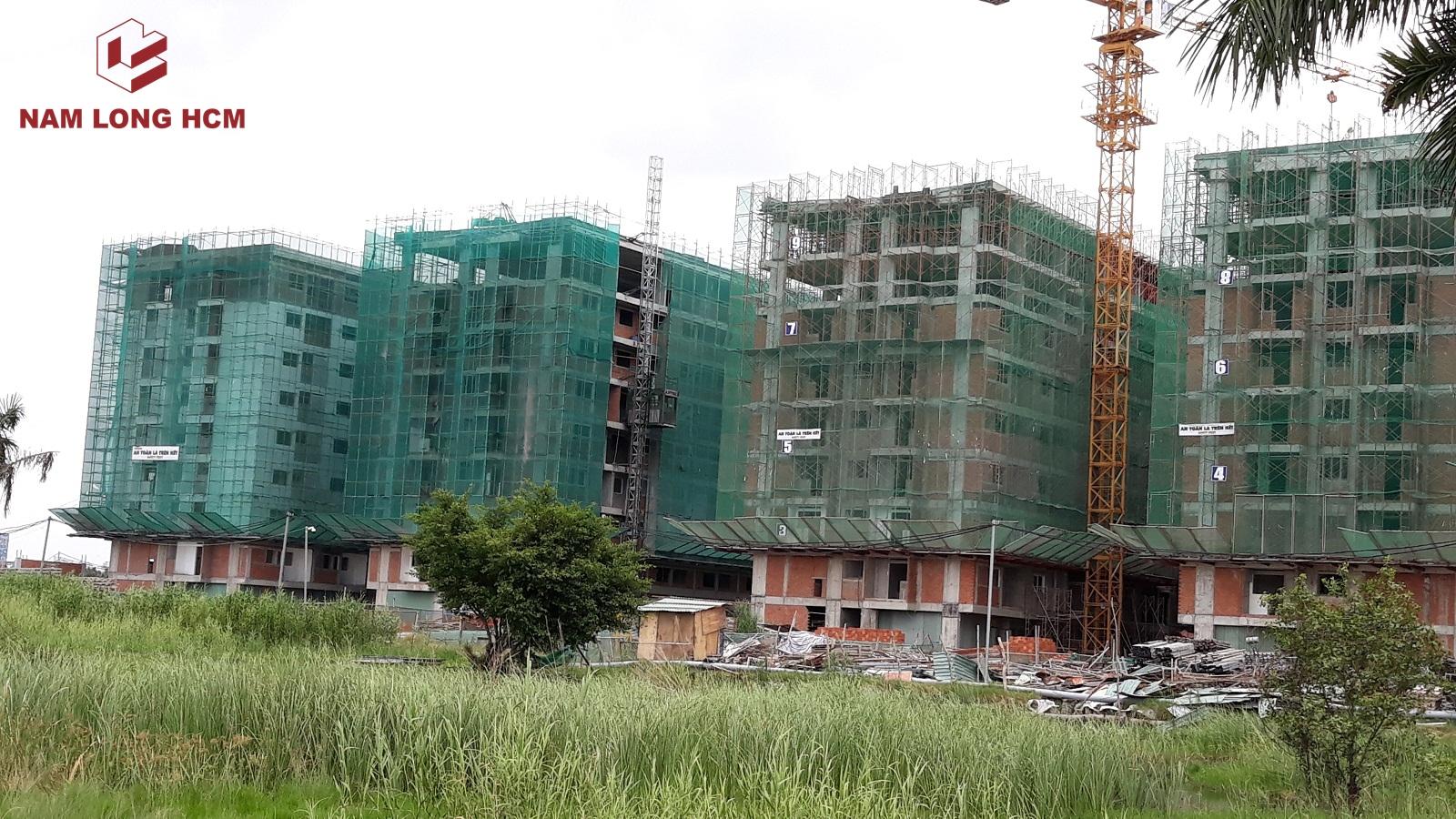 Nhà thầu xây dựng Nam Phan đang tích cực xây dựng để kịp bàn giao căn hộ cho khách hàng. Ảnh: Nam Long HCM