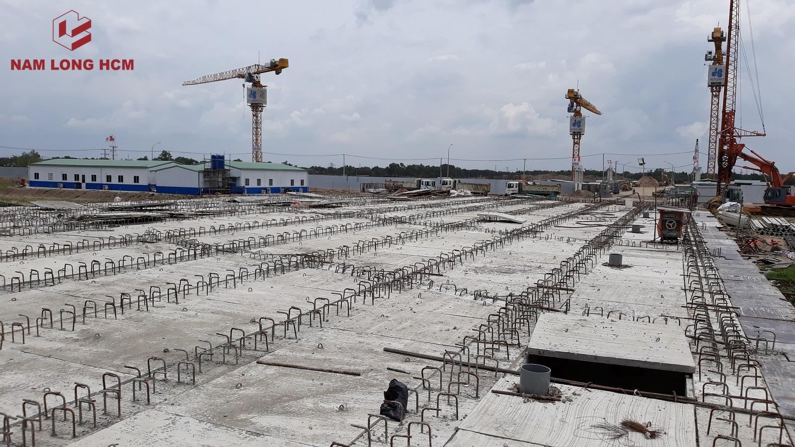 Nhà thầu chuẩn bị thi công mặt cây cầu số 1. Ảnh: Nam Long HCM