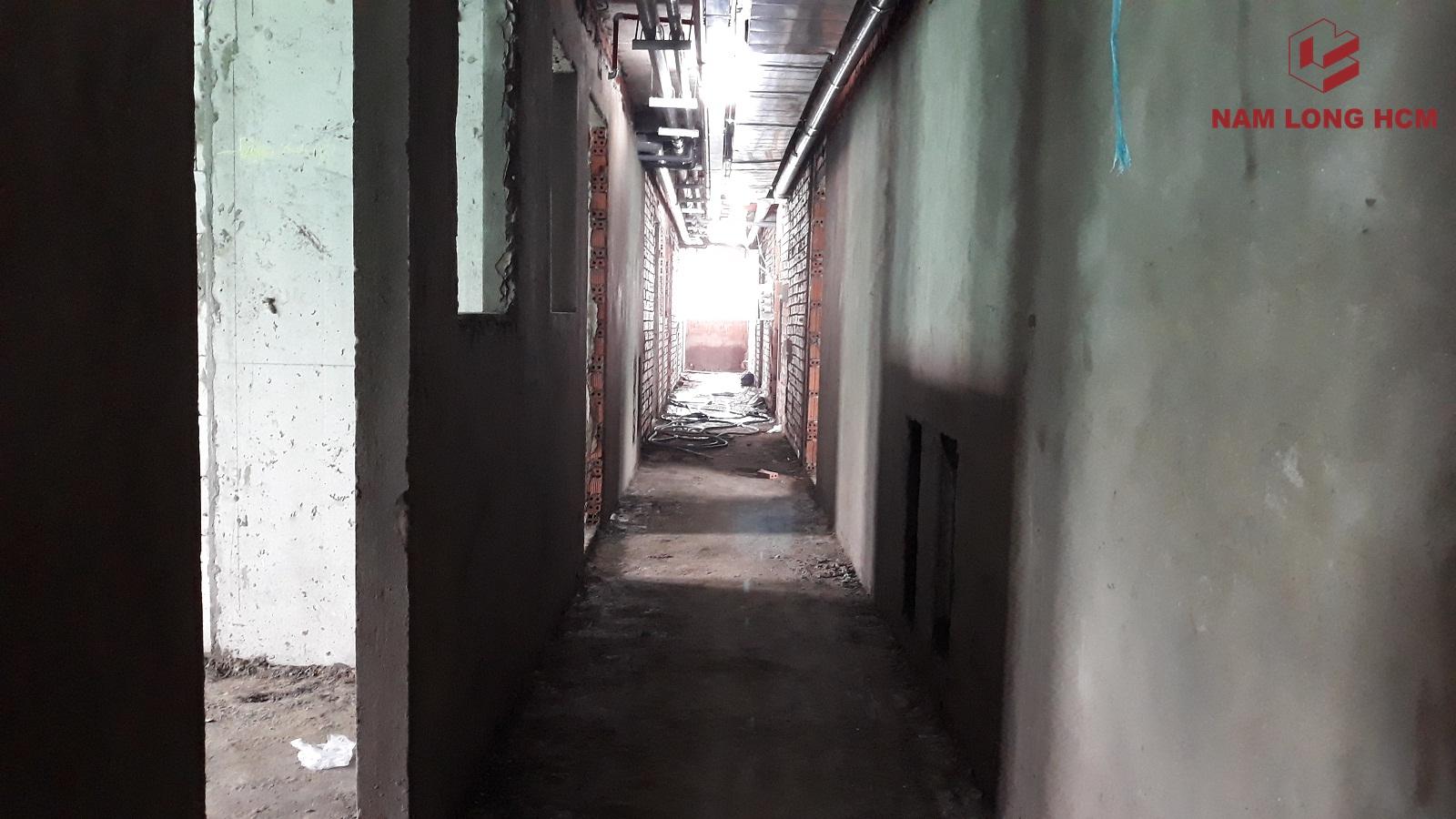Phía trong một số Block Ehome S đang thi công cơ điện. Ảnh: Nam Long HCM.