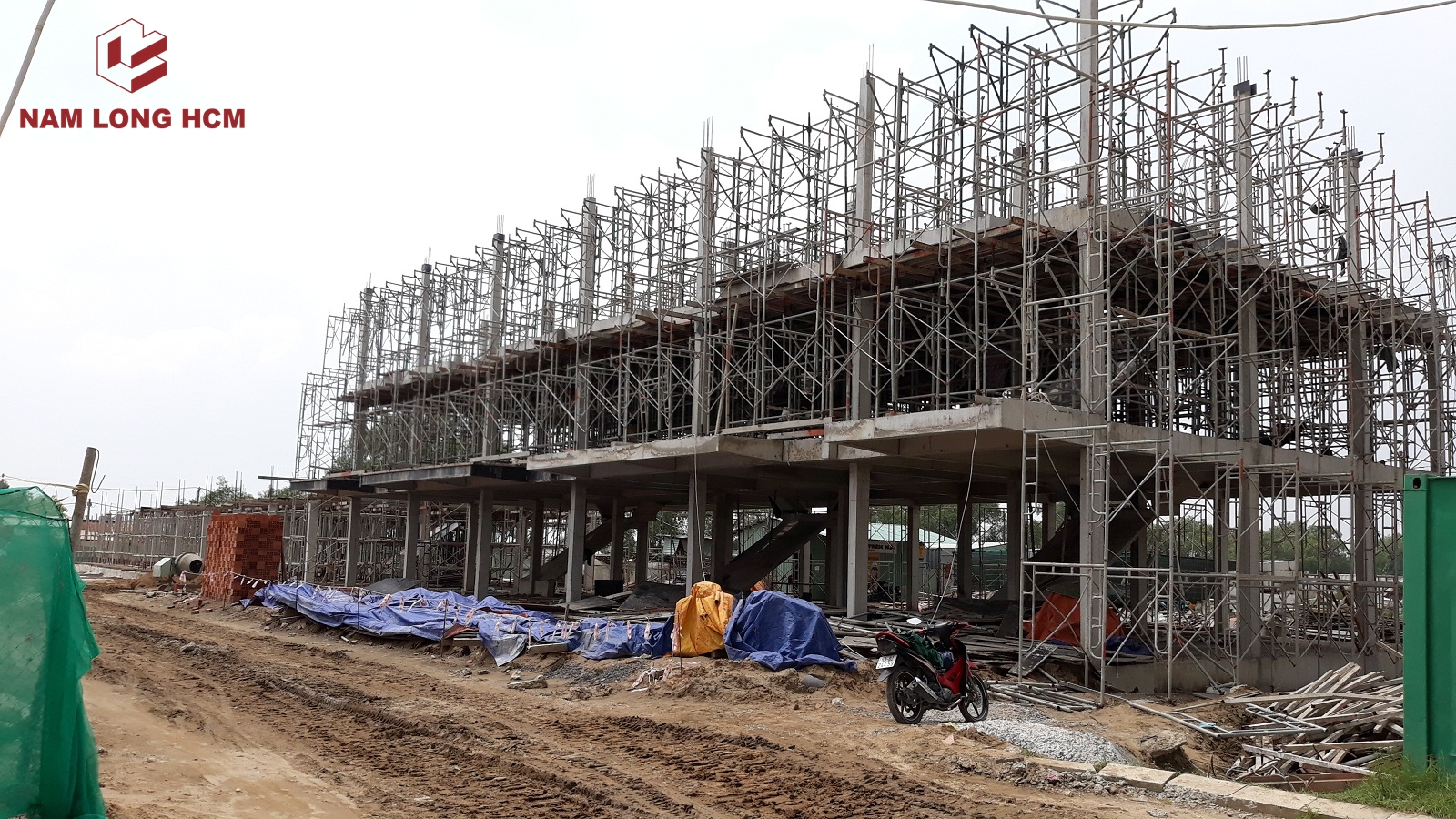 """Khu nhà phố """" Đảo Thiên Đường"""" đang xây dựng kết cấu - Với 52 căn nhà phố. Ảnh: Nam Long HCM"""