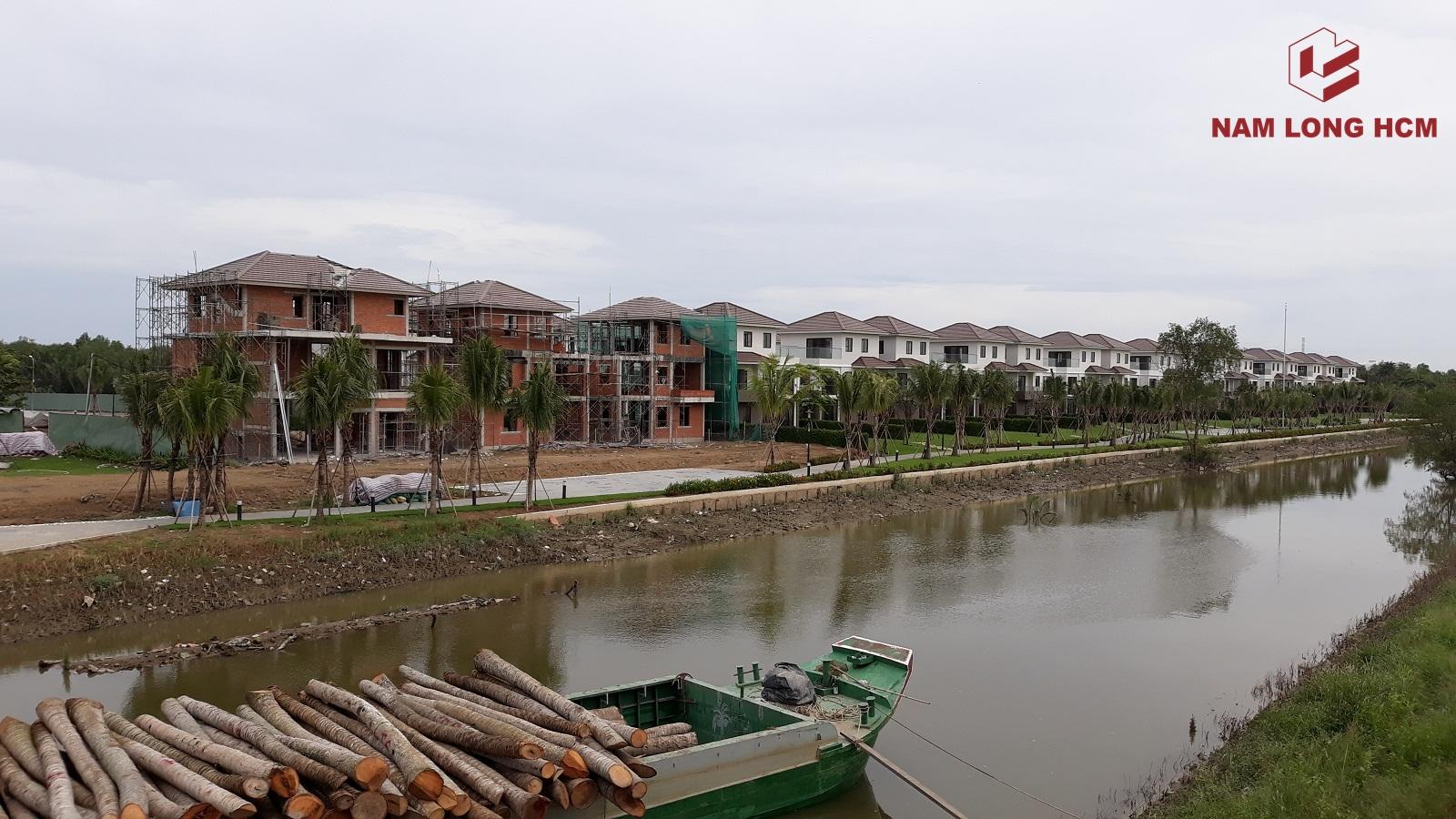 Nhà thầu Nam Khang đang hoàn thiện 3 căn biệt thự B1, B2, B3. Ba căn biệt thự trên được triển khai xây dựng Giai đoạn 2. Ảnh: nam Long HCM