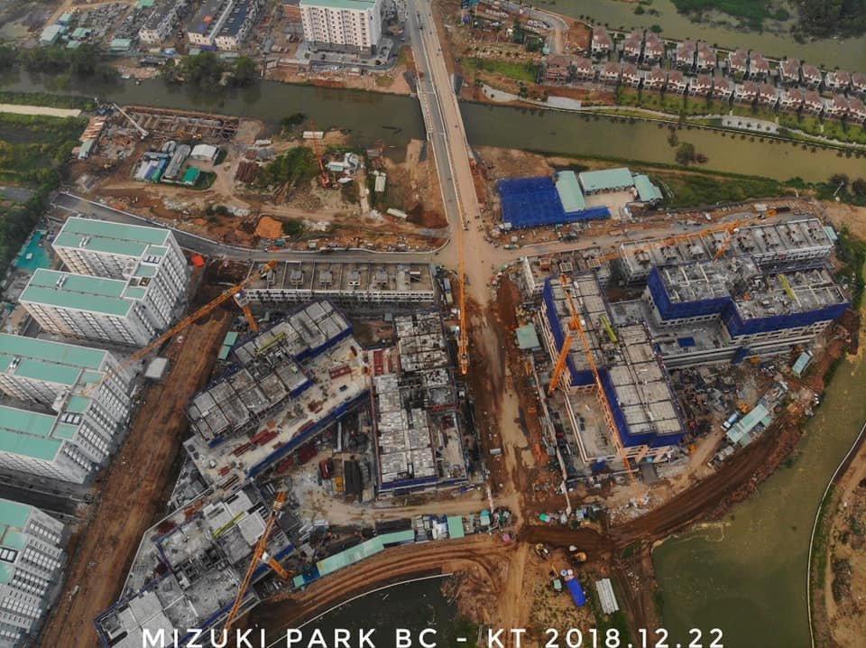 Đơn vị xây dựng Hòa Bình đang xây dựng tầng 5 dự án Flora Mizuki