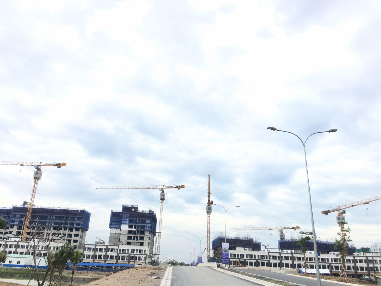 Khu đô thị Mizuki Park đang dần hình thành. Đơn vị xây dựng Hòa Bình đang tích cực thi công xây dựng . CĐT Nam Long dự kiến quý 1/2020 bàn giao nhà cho khách hàng.