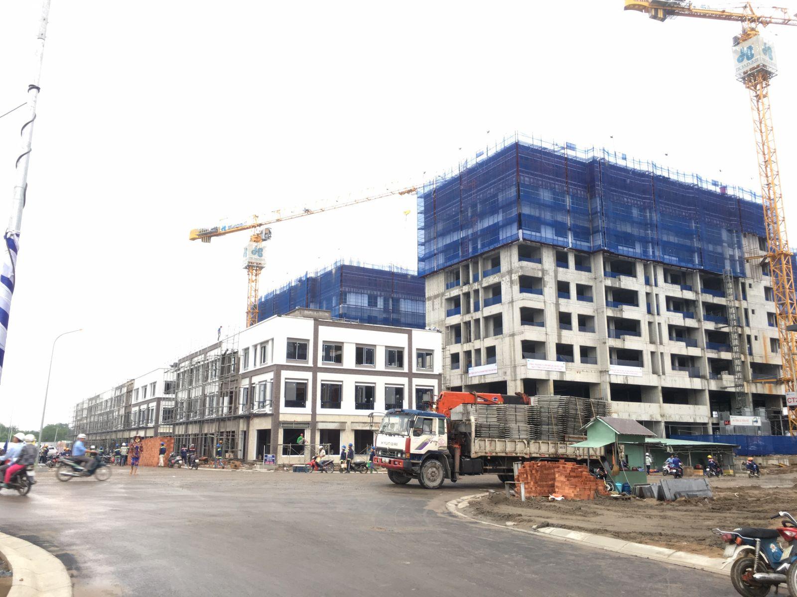 Đơn vị xây dựng Hòa Bình đang tích cực thi công dự án Flora Mizuki - Nam Long Bình Chánh.