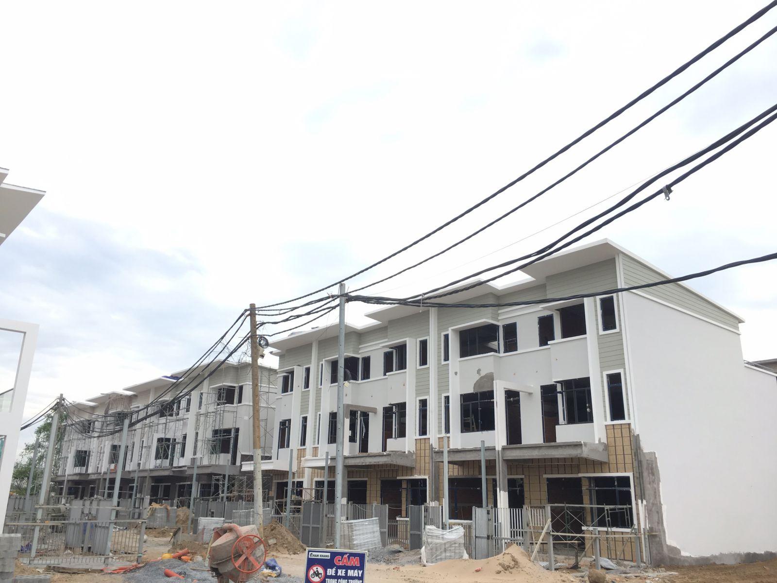 Khu nhà phố Đảo Thiên Đường đang tiến hành thi công xây dựng. Nhà phố có diện tích 5x21, xây dựng 1 trệt 2 lầu.
