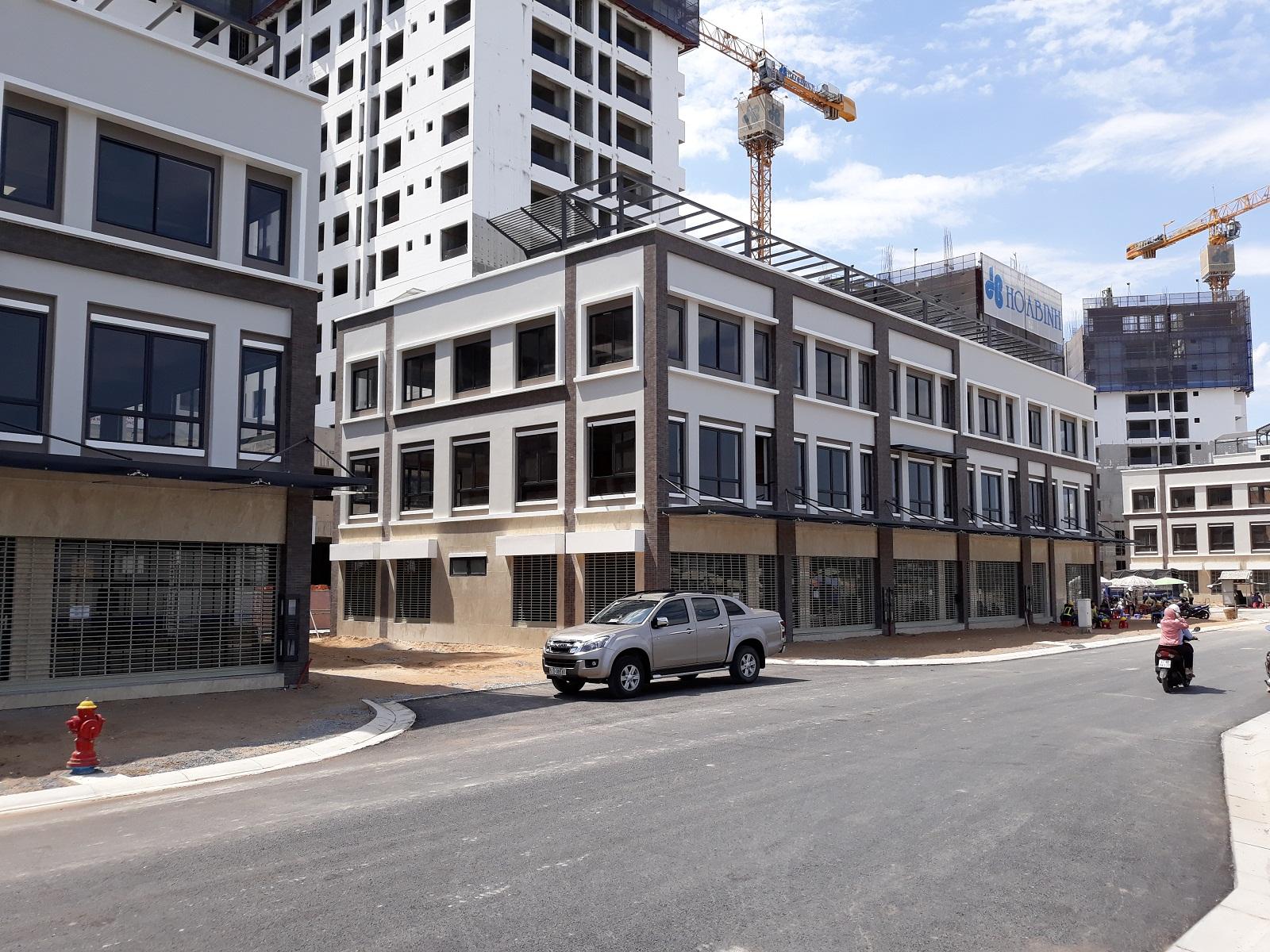 Shophoues Valora Mizuki đã bàn giao cho khách hàng vào đầu tháng 01/2019. Nhà phố có diện tích 6x20 xây dựng 1 trệt 2 lầu.