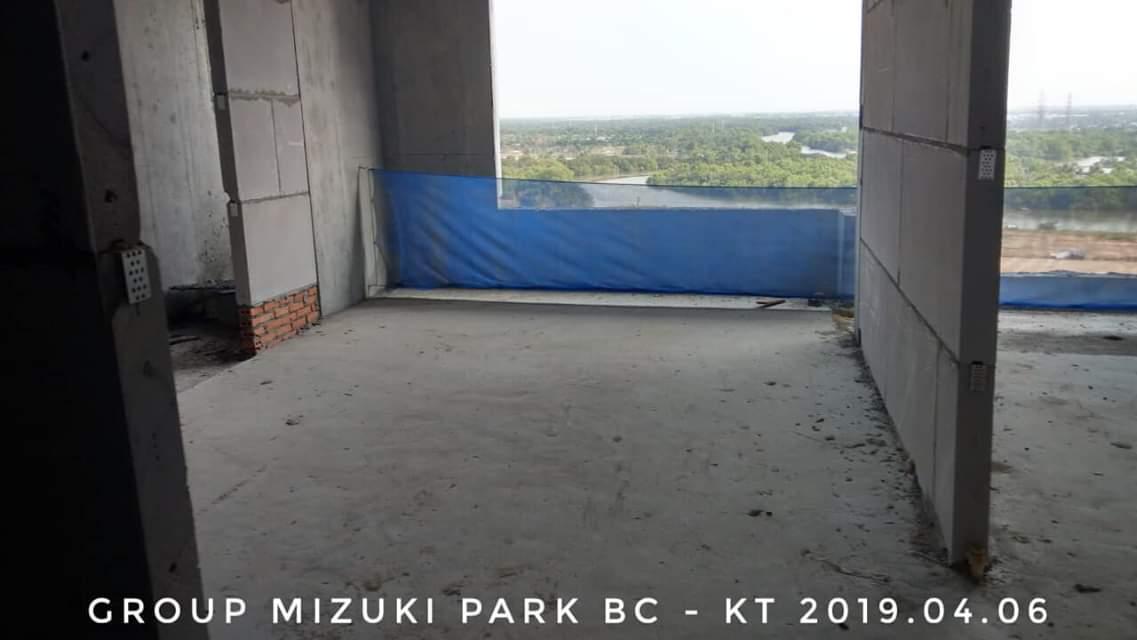 Tường ngăn vách căn hộ Flora Mizuki sử dụng vật liệu gạch bê tông. Ảnh: Kiệt Tuấn