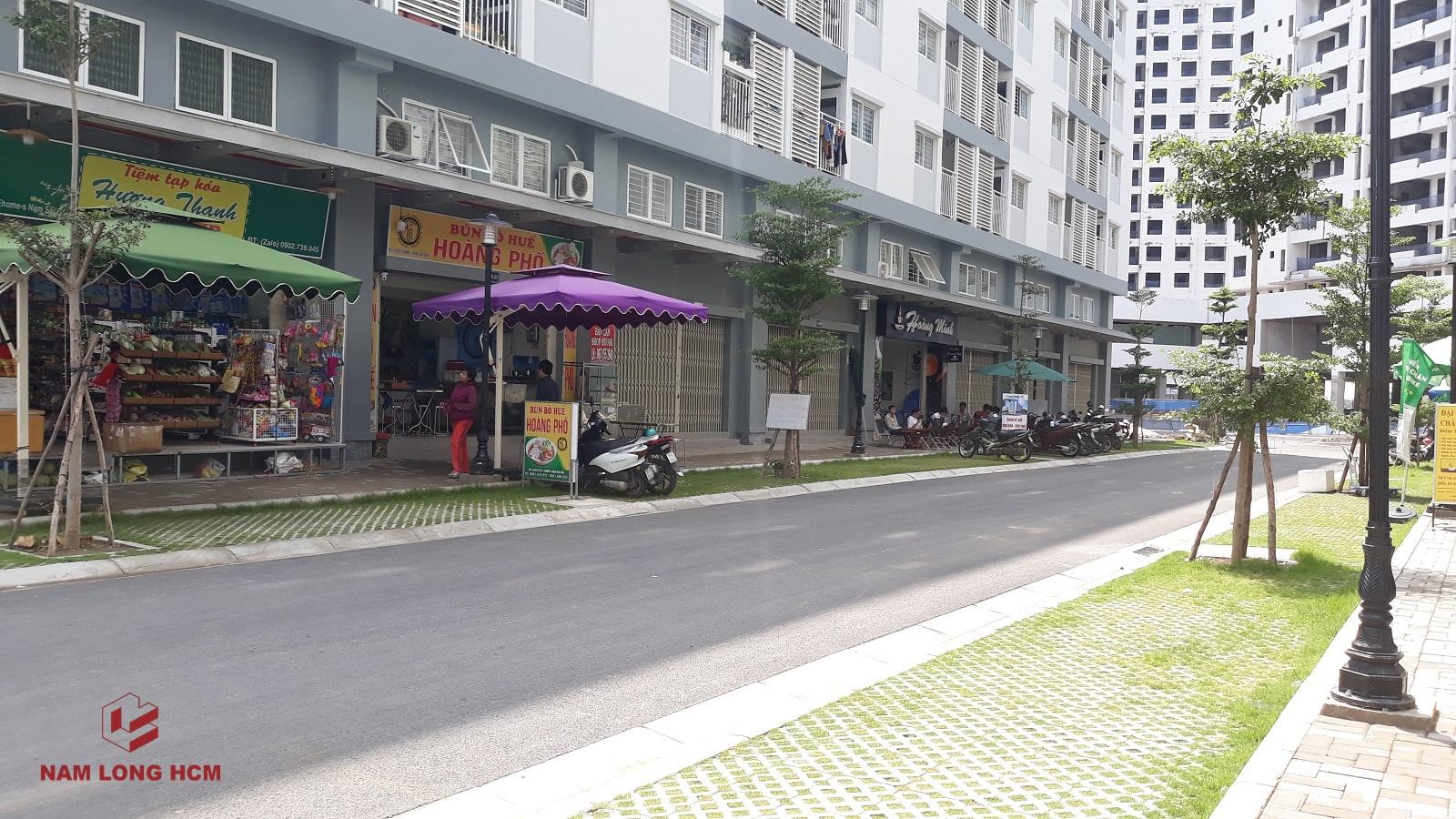 Shophouse Ehome Mizuki hoạt động khá nhộn nhịp với các dịch vụ chủ yếu là cafe, quán ăn, tạp hóa, văn phòng công ty,... Ảnh: Nam Long HCM