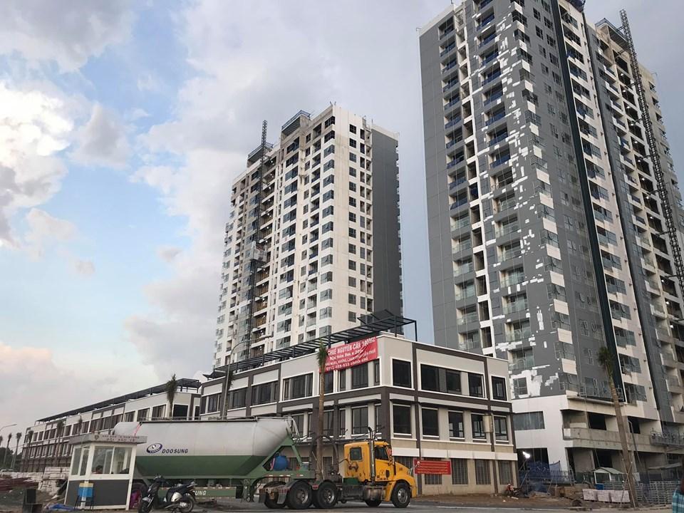Block MP1 - MP2 dự án Mizuki Park đang thi công phần sơn bề ngoài tòa nhà. Ảnh: Thảo Trinh