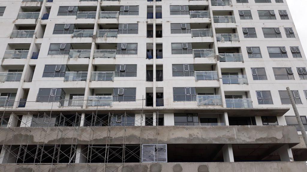 Phòng ngủ lớn căn hộ 72m2 Mizuki Park được thiết kế với nhiều kính hơn, giúp cư dân có nhiều trải nhiệm thú vị với view đẹp
