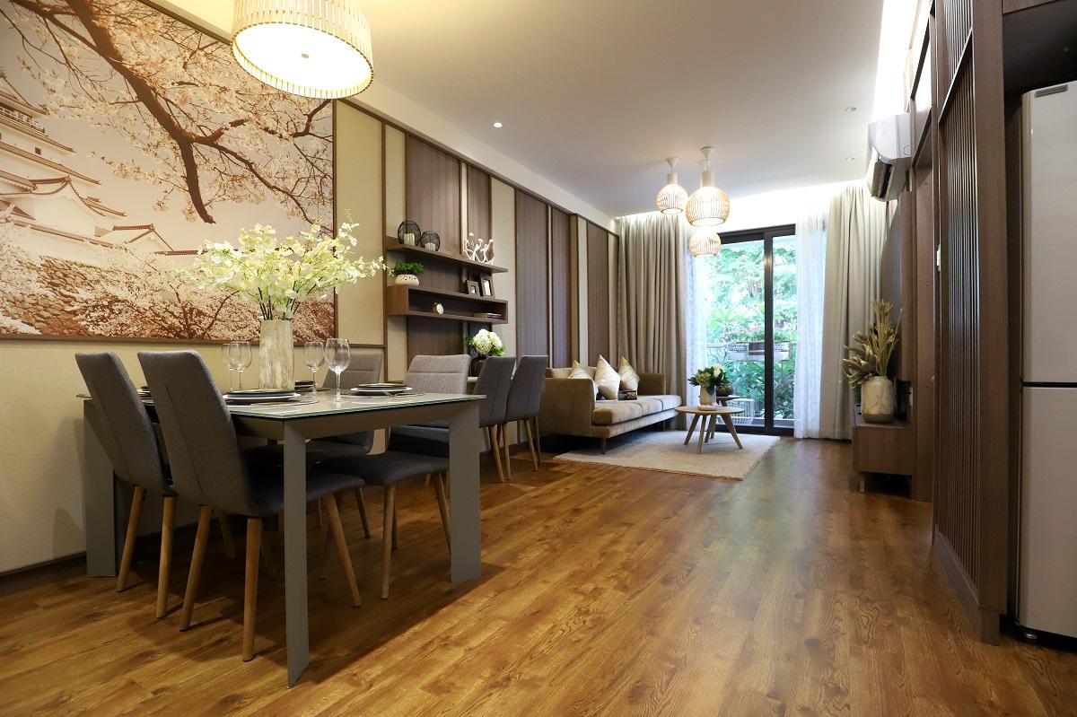 Phòng ăn căn hộ mẫu Akari  được bố trí hài hòa với điểm nhấn là bức tranh Lâu đài Hạc Trắng của Nhật Bản.