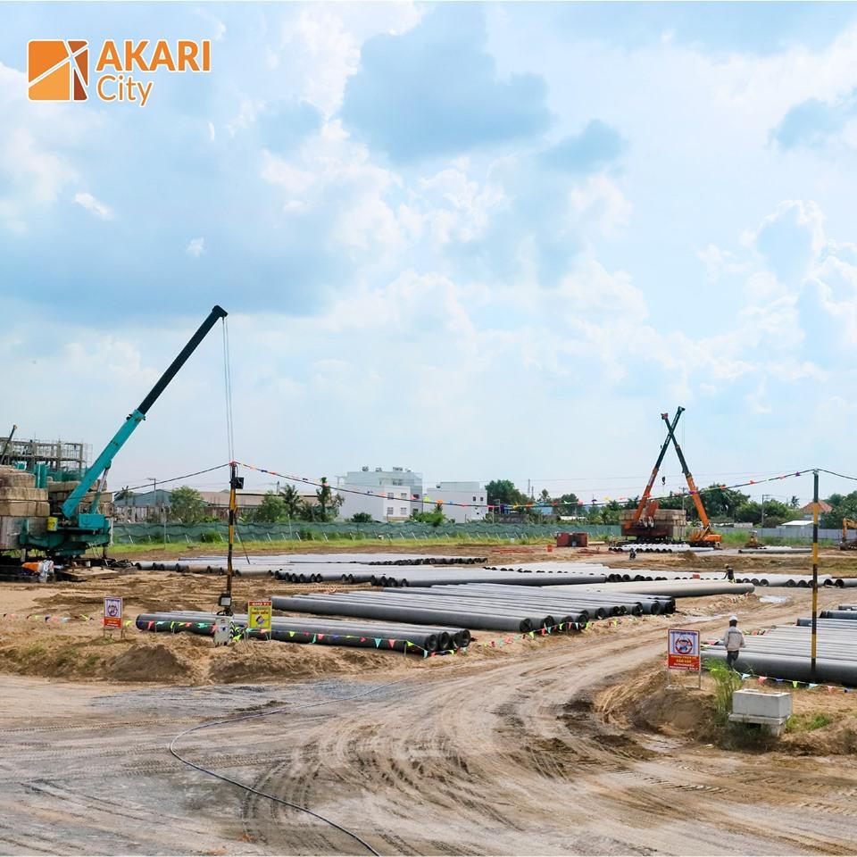 Đơn vị xây dựng tiến hành thi công ép cọc tại dự án Akari Nam Long