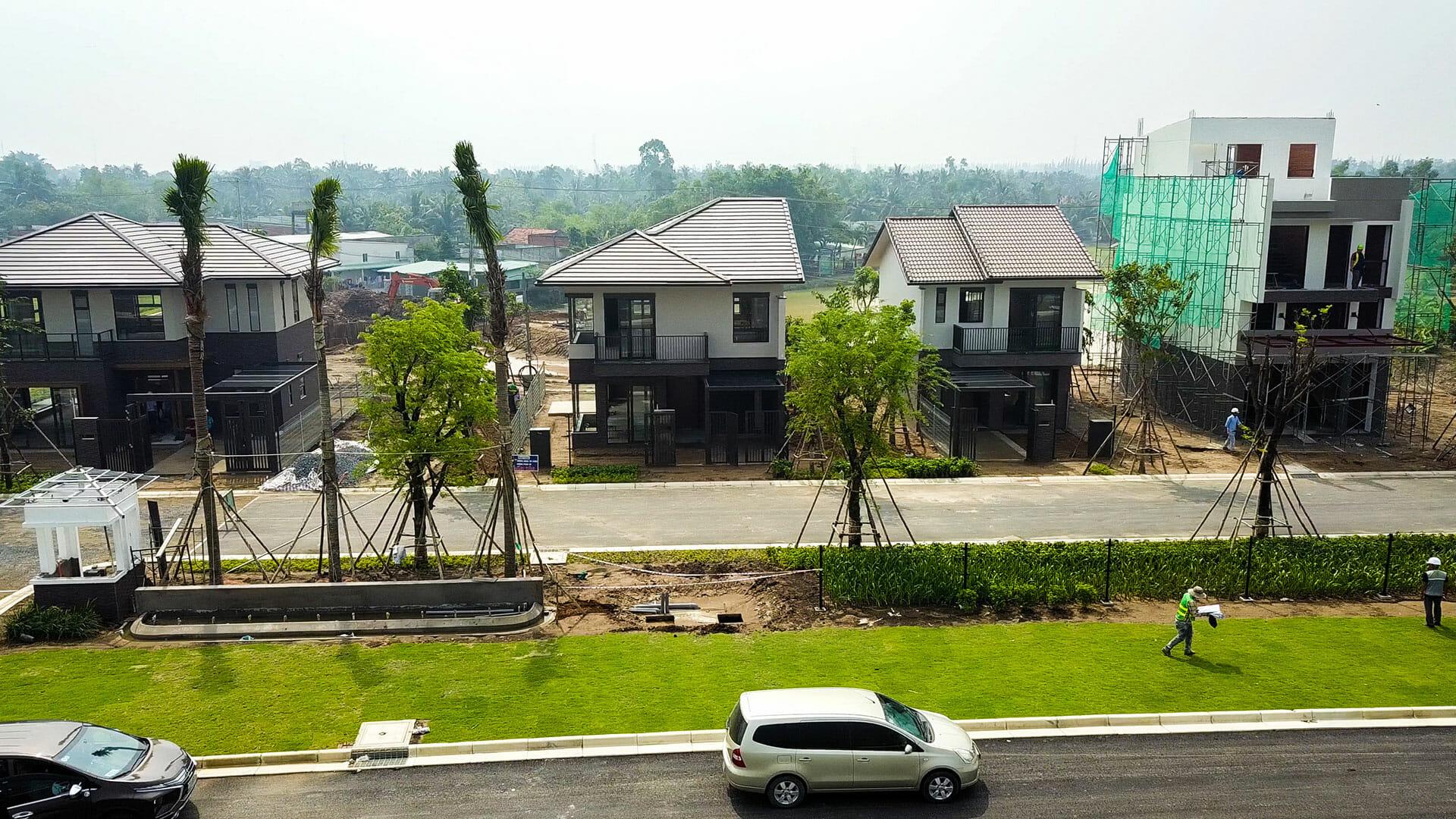 Đơn vị xây dựng đang hoàn thiện các căn nhà mẫu dự án Waterpoint Long An