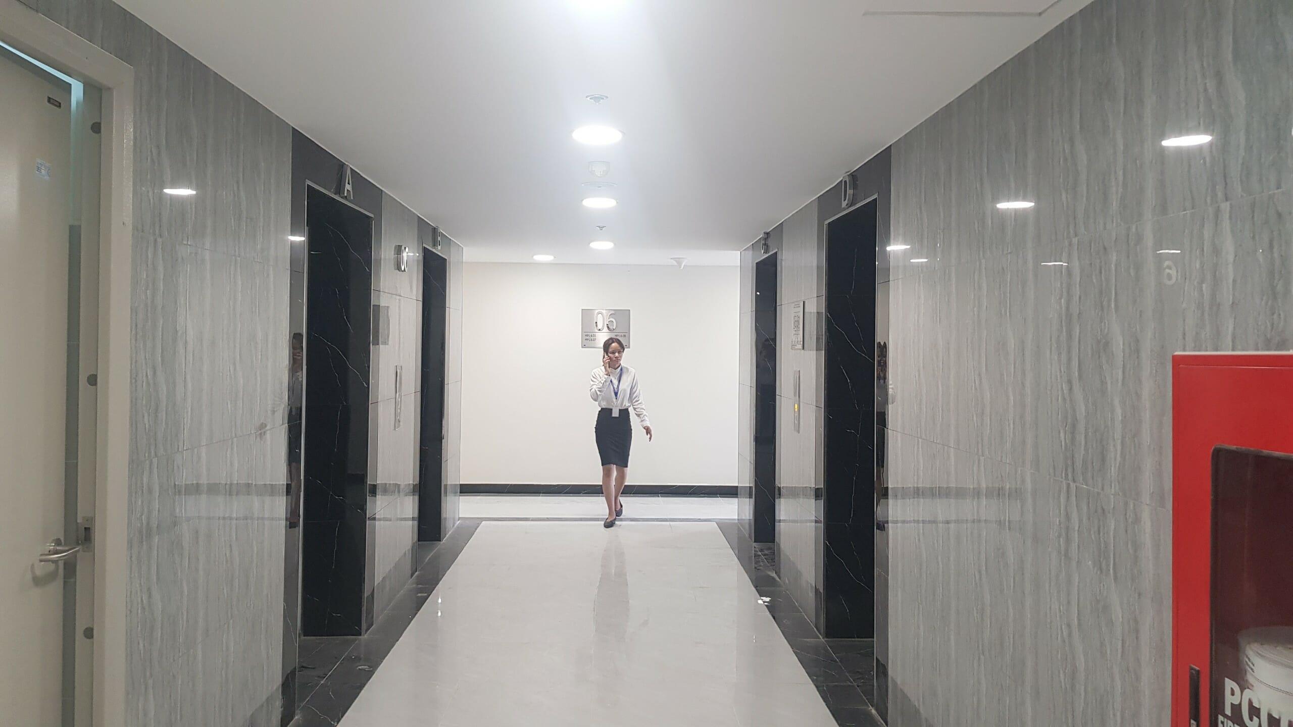Sảnh thang máy của từng tầng căn hộ Mizuki Park. CĐT Nam Long chăm chút khá tỉ mỉ cho dự án này.