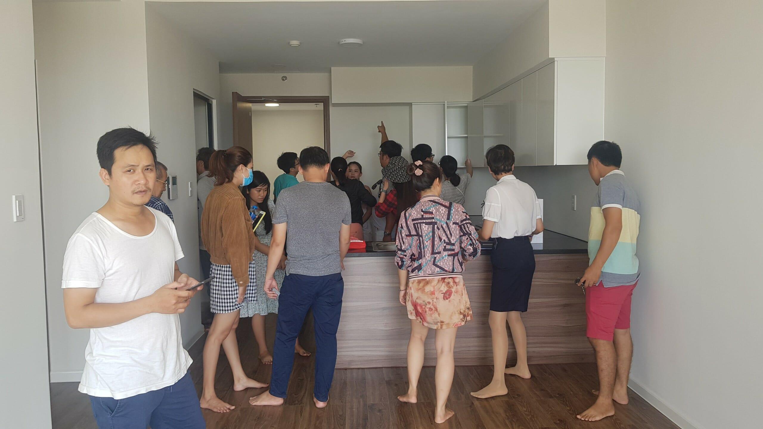 Khách hàng tiền hành nhận bàn giao căn hộ Mizuki Park