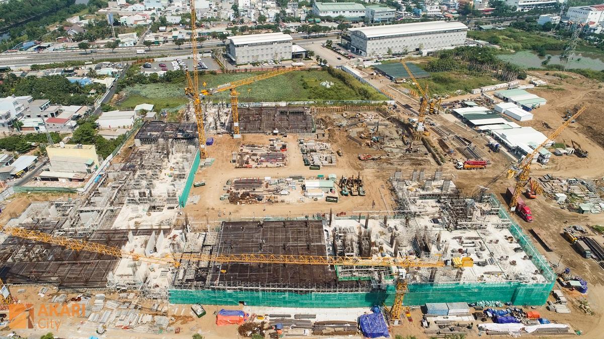 Block  AK5, AK6 đang thi công sàn và kết cấu tầng 2. Block AK1 và AK2 đang thi công sàn tầng 2 và kết cấu tầng trệt.