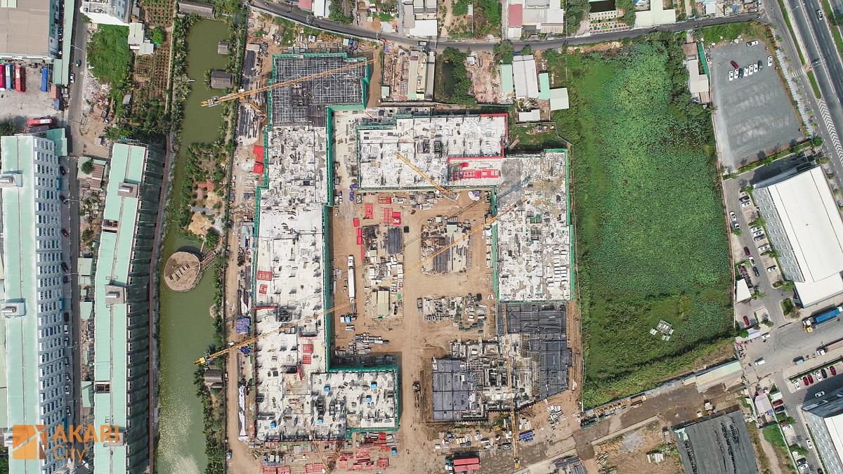 Dự án Akari City cao 21 tầng và 1 bán hầm. Đồng thời Bloc AK1,5,6 và AK2,3,4 có chung khối đế. Căn hộ từ tầng 3 đến tầng 21.
